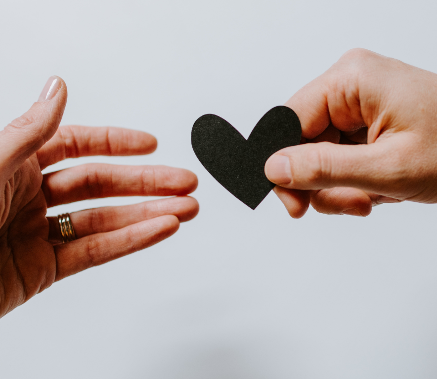 Coeur dans la main - solidarité