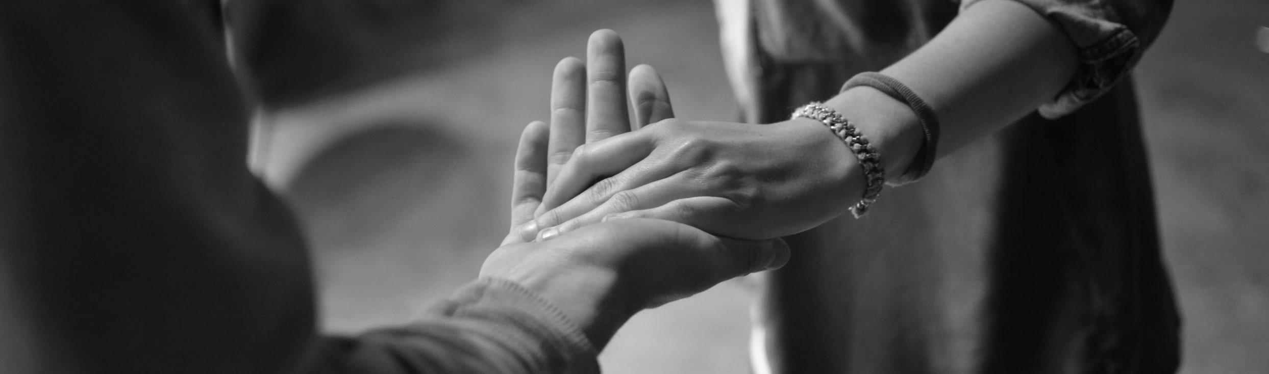 Se tenir la main